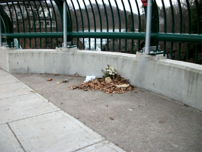 Memorial on bridge