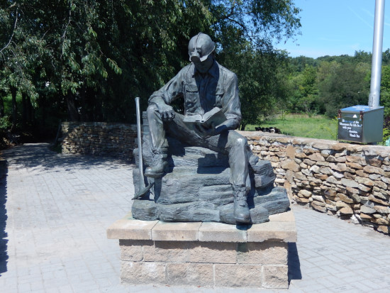 Miner statue (front)